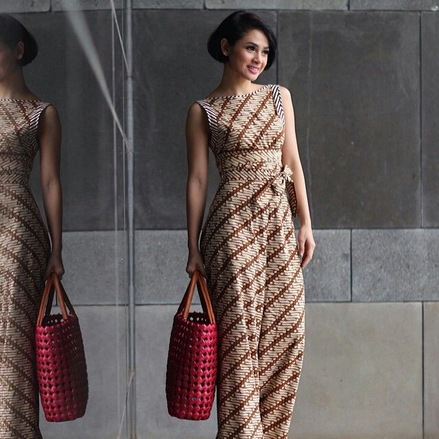 Andien with her gorgeous batik. Such an Indonesian beauty. ~ previous pinner