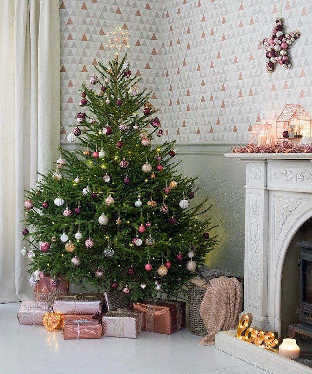 26 Elegant Outdoor Decorations That Are Full Of Christmas Spirit Best Real Christmas Tree Minimalist Christmas Tree Real Christmas