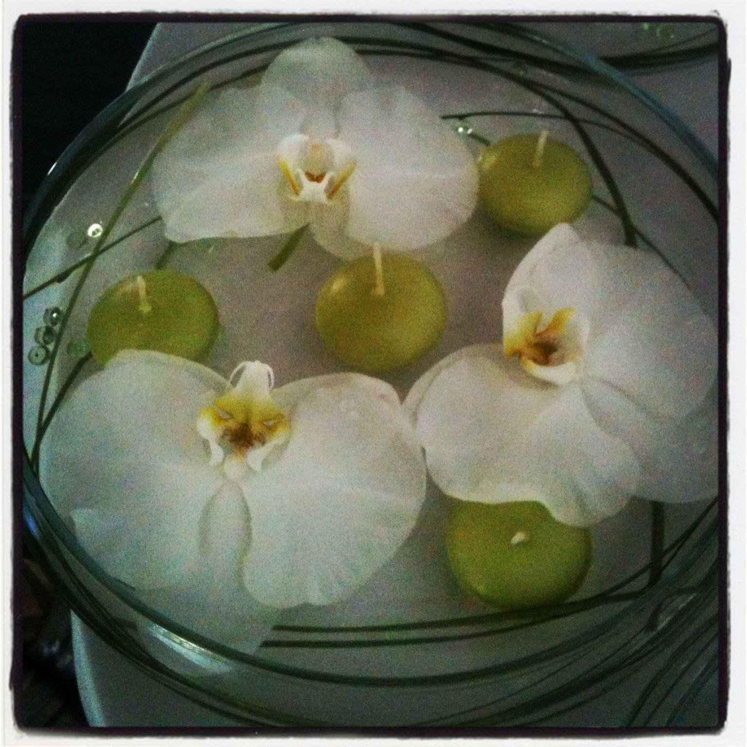 Centre de table orchid es bougie flottantes deco mariage pinterest bougie flottante - Deco mariage orchidee ...