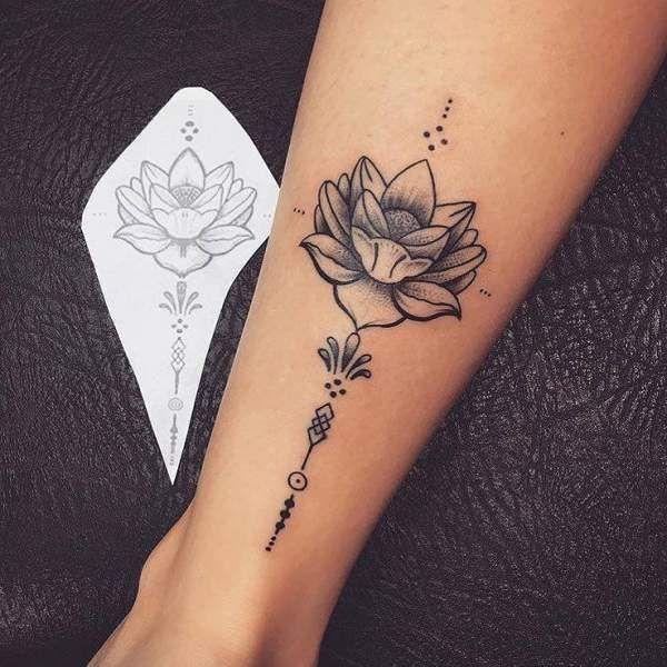 Extrem Tatouage de Femme : Tatouage Fleur de Lotus Dotwork sur Cheville  BR13