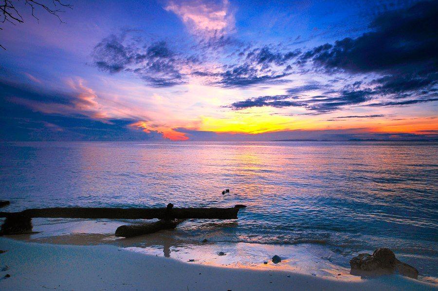 Pemandangan Sunset Yang Cukup Manis Di Sebuah Pantai Semanis