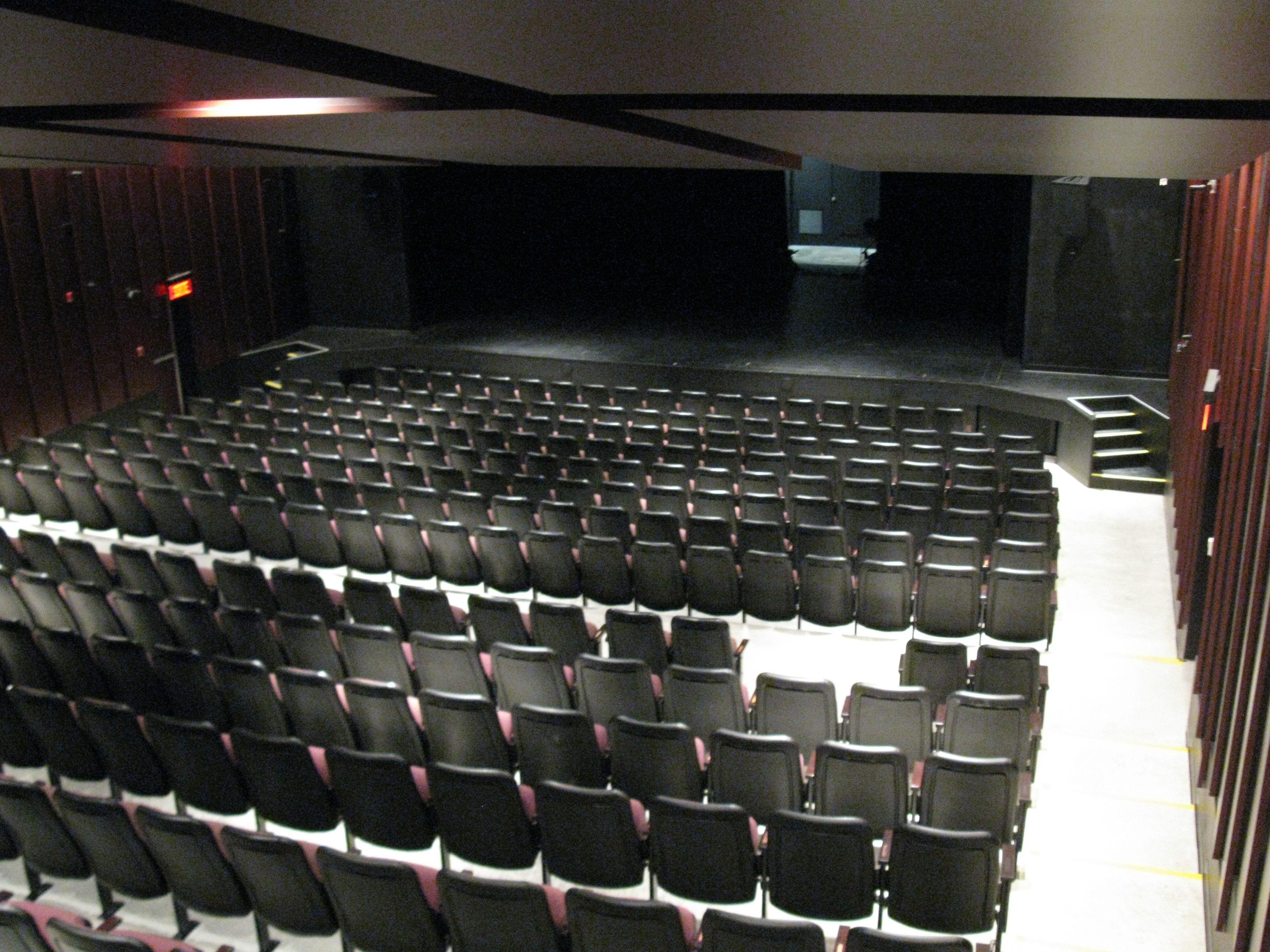 La Salle De Spectacle Du Theatre Belcourt Spectacle Theatre Belcourt Siege Salle Humour Danse Chant Musique Baied Audio Mixer Music Instruments Mixer