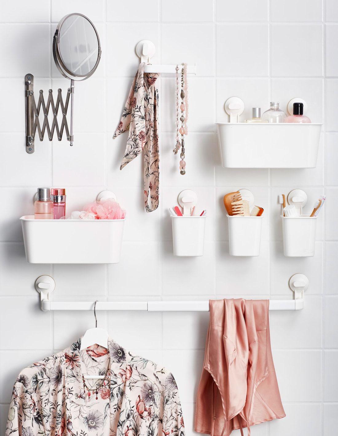 Kleine Kunststoffbehalter Mit Saugnapfen An Der Wand Befestigt U A Mit Stugvik Handtuchhalter M Badezimmer Badezimmer Aufbewahrungssysteme Badezimmer Klein