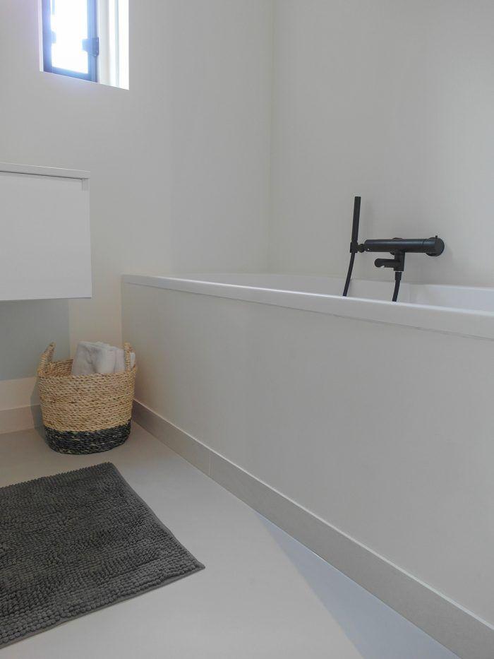 Gietvloer badkamer wit | gietvloer | Pinterest