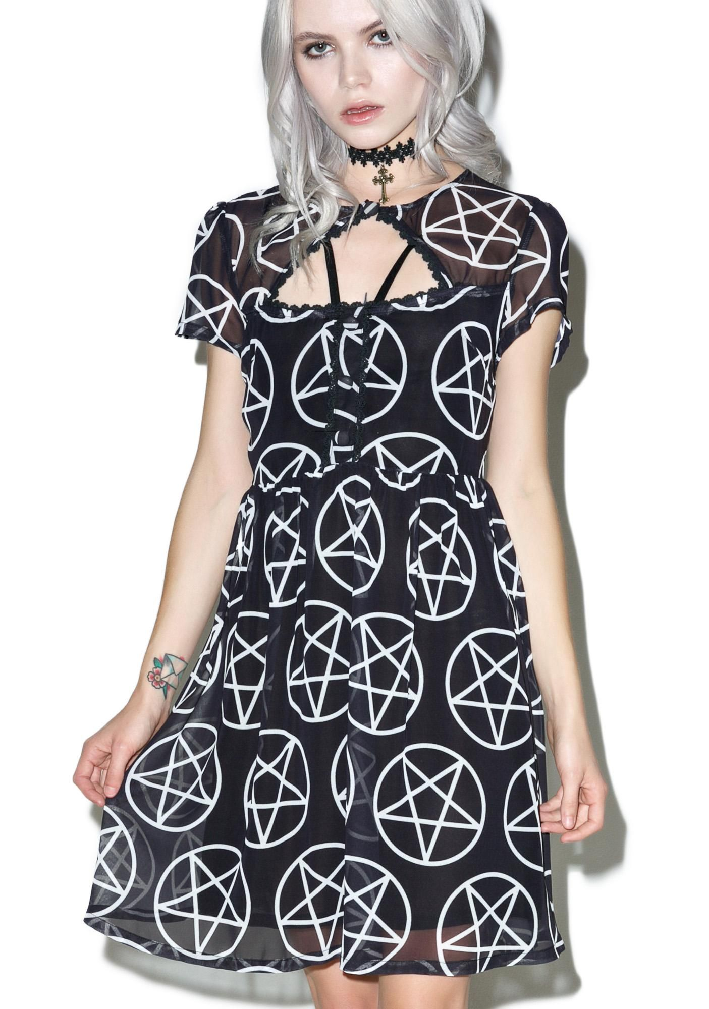 Killstar Hayley Hex Dress cuz yer a girl about town, leavin' a trail of curses 'n broken hearts… This utterly adorable babydoll dress features a soft 'n flowy chiffon construction plastered with white pentagrams, cap sleeves, a chest cutout with strappy details and button closure, back cutout, lightly pleated skirt, and a concealed side zip closure.