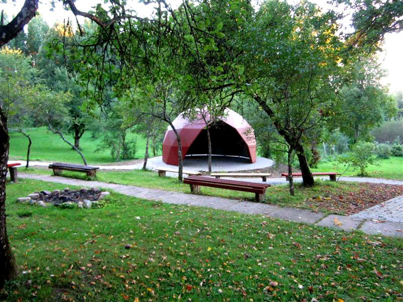 Summerhouse in Gatarta, Latvia. Dome Society.