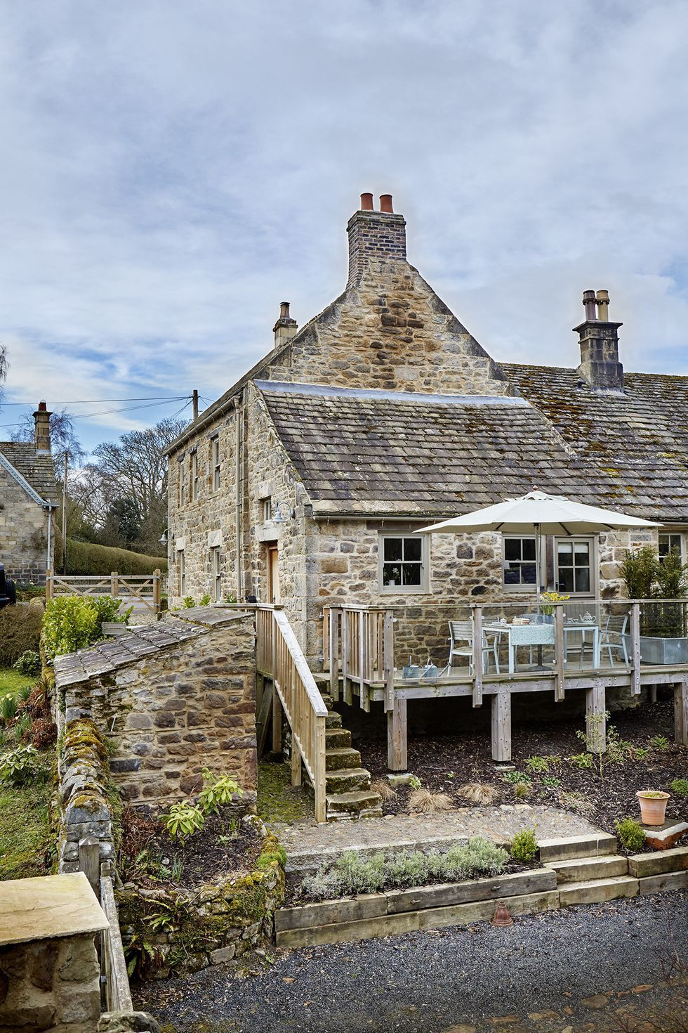 There S Charm Galore In This English Stone Cottage Linda Merrill Rustic Houses Exterior Stone Cottages Country Cottage Decor