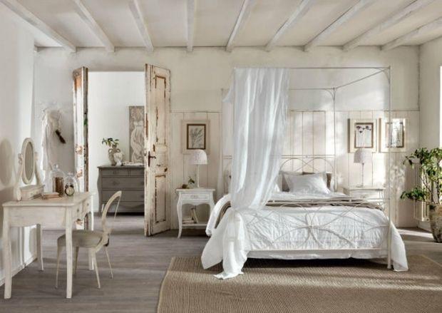 Schlafzimmer einrichten weiße Gardinen Himmelbett Teppich   Shabby ...