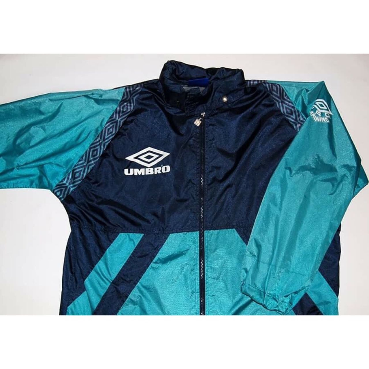 e51c7888e6987 90s Umbro lightweight jacket   windbreaker. Lots of nice detail. Has wear    ageing. Size Large but would fit XL aswell. Also has a fold away hood.