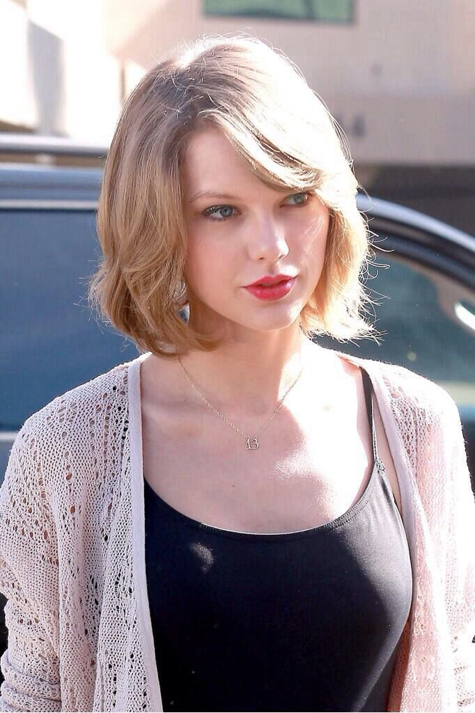 taylor swift s new short hairstyle i like it may inspire me to go