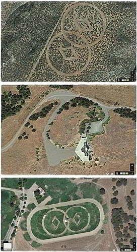 Disso Voce Sabia?: Insólito: Scientology - No deserto do Novo México, encontra-se uma estranha estrutura. Vista de cima, há um grande símbolo esculpido no chão do deserto e só visível de cima: dois diamantes cercados por um par de círculos intersectados.