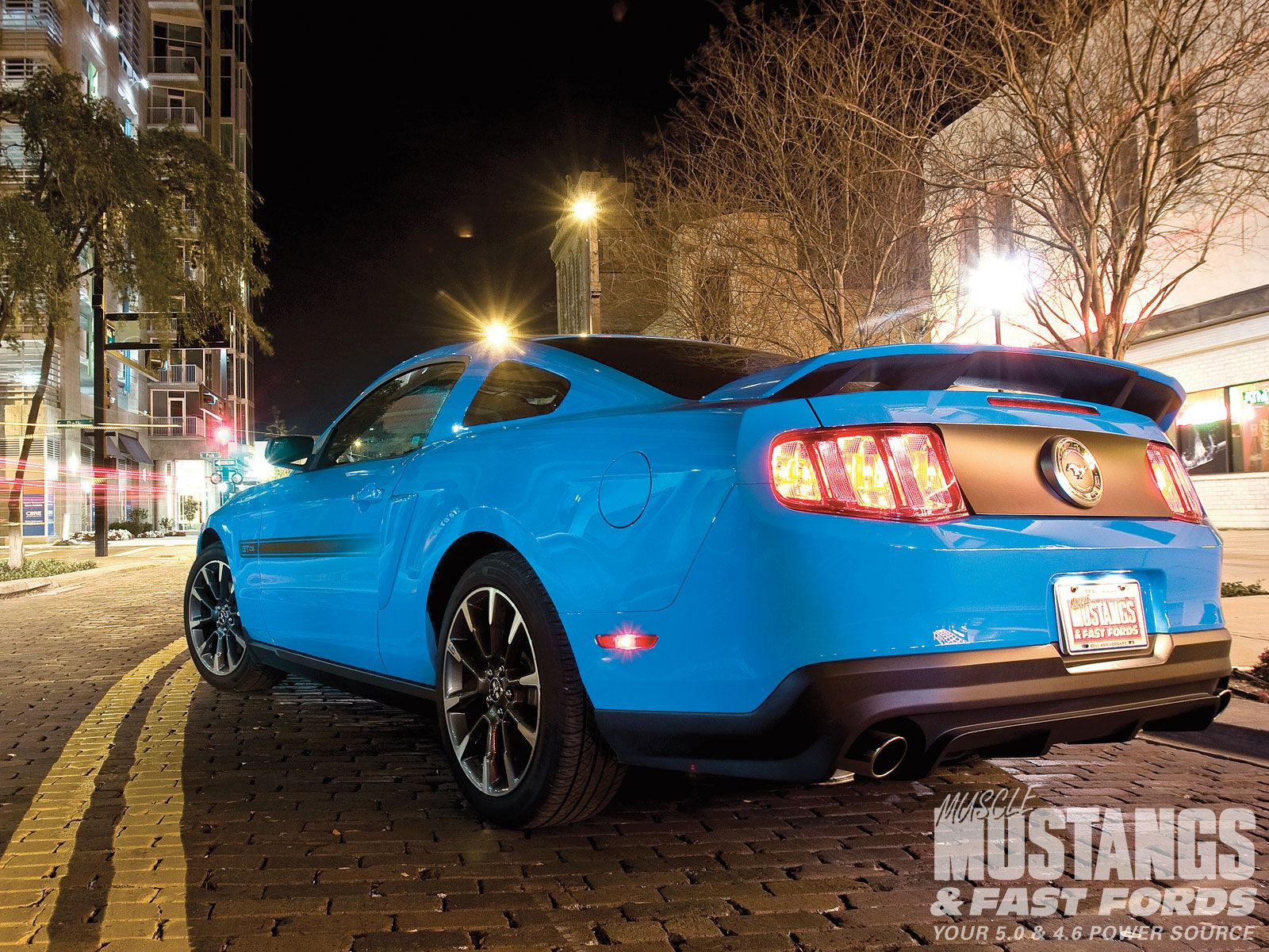 2011 ford mustang gt rear view