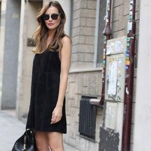 black-dress-gladiator-street-style-comfy
