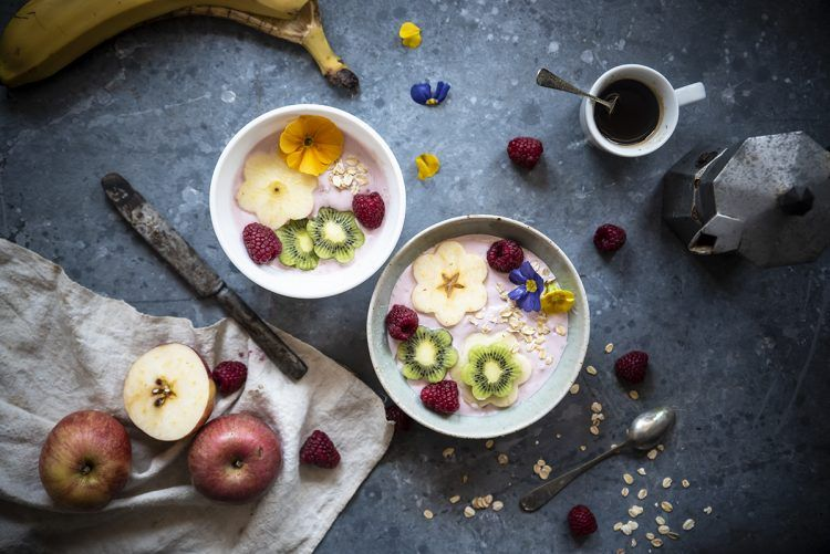 Smoothie bowl con yogurt greco, frutta e avena – Ricette light – Melarossa