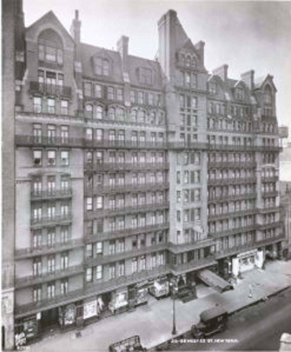 The Chelsea Hotel, 1920\'s, 23rd Street between 7th and 8th Avenues ...