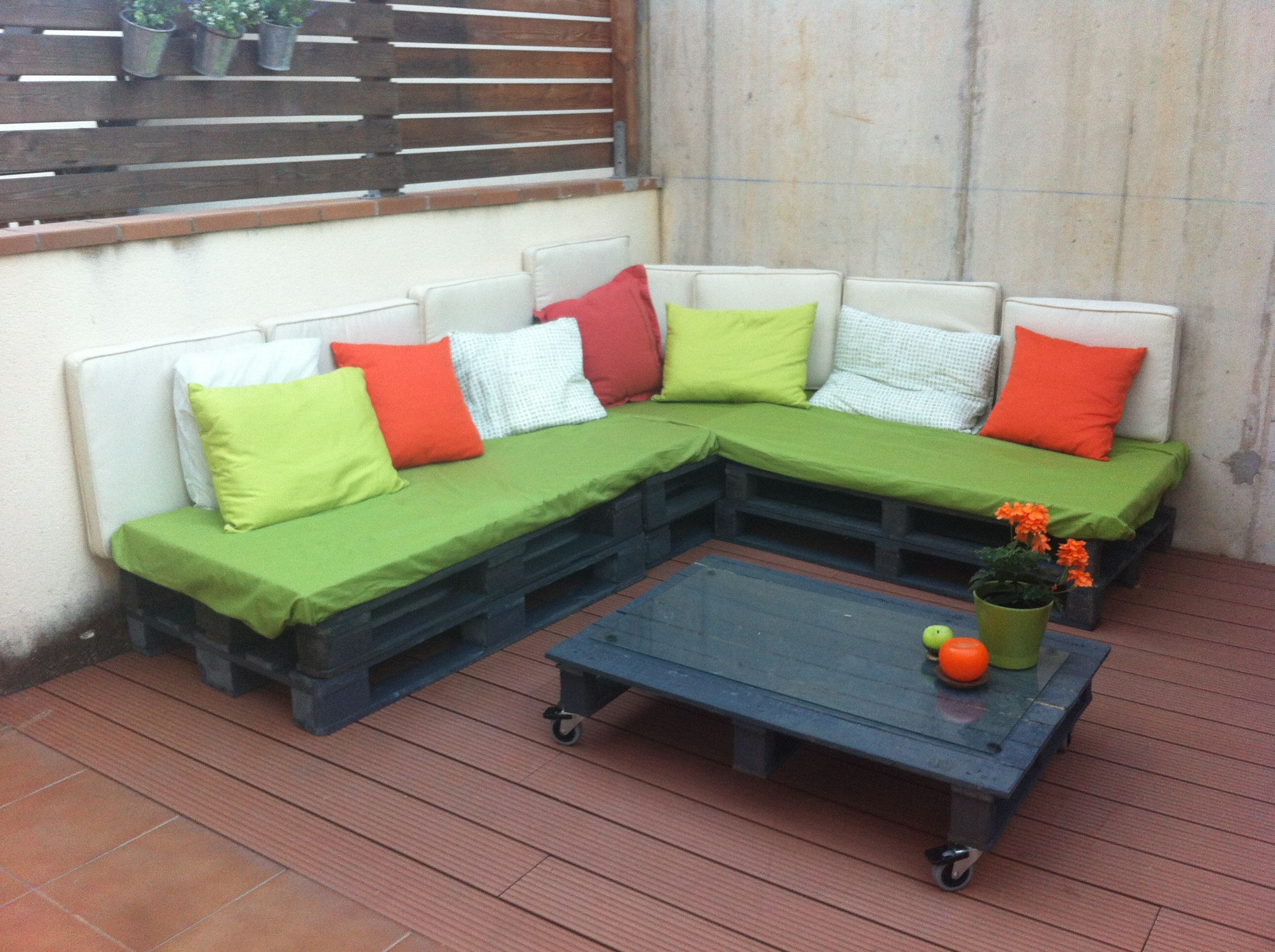 DIY sofa made with pallets Projects to Try Pinterest Diy sofa
