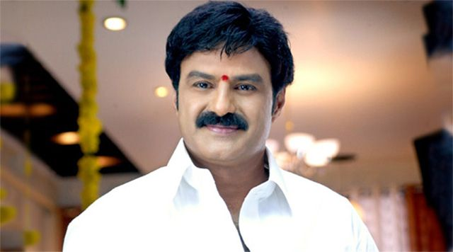 Balayya celebrates birthday grandly: http://www.thehansindia.com/posts/index/2014-06-10/Balayya-celebrates-birthday-grandly-97997