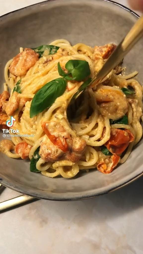 Easy Fresh Tomato Feta Pasta