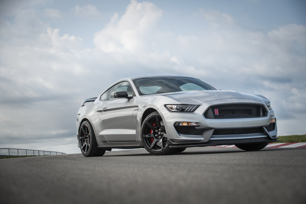 2020 Ford Mustang Shelby Gt350r Unveiled With Gt500 Mechanical Upgrades Carscoops Shelby Gt350r Mustang Shelby Ford Mustang Shelby