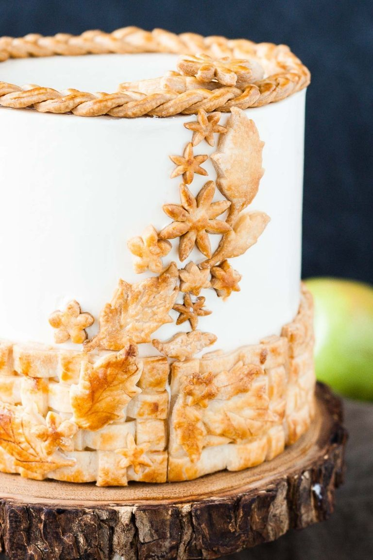 Apple Pie Cake! Layers of spice cake, vanilla buttercream, apple pie filling, and even flakey pie crust. | livforcake.com #crustingbuttercream Apple Pie Cake! Layers of spice cake, vanilla buttercream, apple pie filling, and even flakey pie crust. | livforcake.com #crustingbuttercream