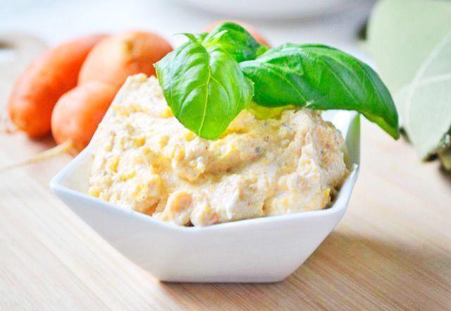 Der klassische Karottenaufstrich mit Topfen. Ein Rezept, dass sie bei ihrem nächsten Brunch ihren Gästen servieren sollten.