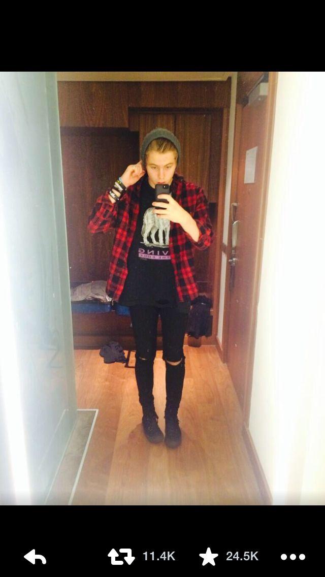 Luke selfie again today oh my god