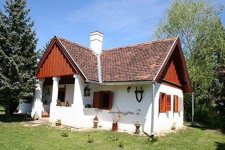 Boronahaz Fogado Orseg Szalafo Mezeskalacs Haz Traditional House Small House House Styles