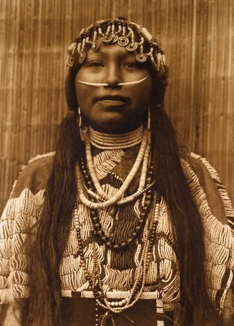 Edward S. Curtis, Wishram Girl (1910)