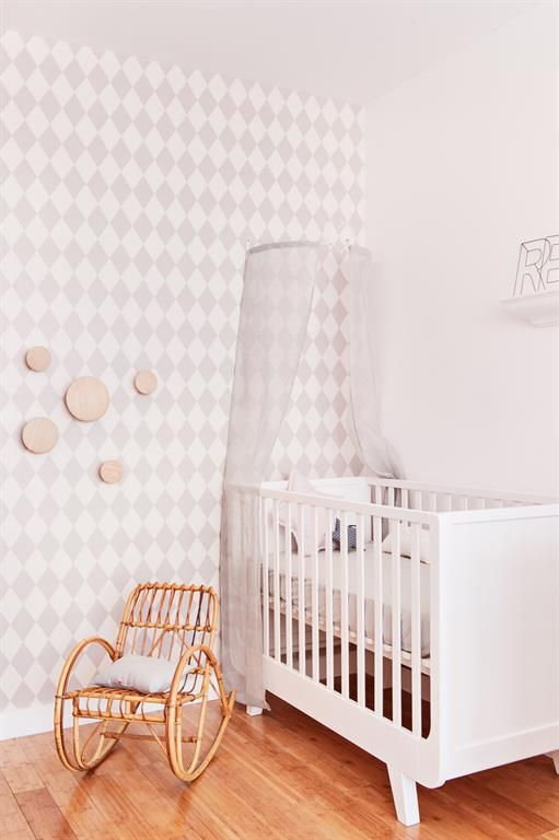 Grey And White Wall Paper For A Baby Bedroom | Chambre De Bébé