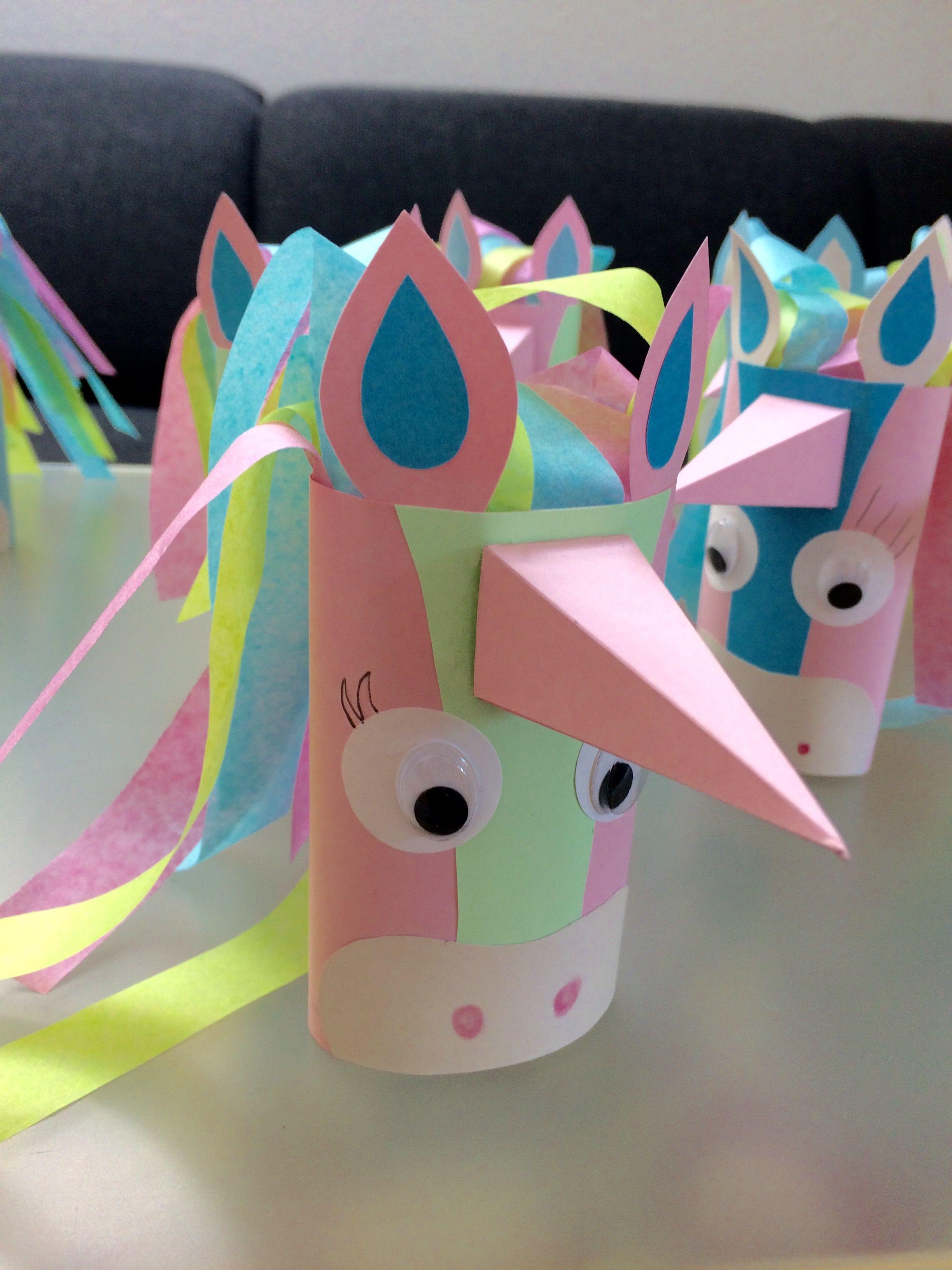 pferd aus papierrollen basteln, einfach den einladungstext einrollen und in die rolle stecken, Design ideen