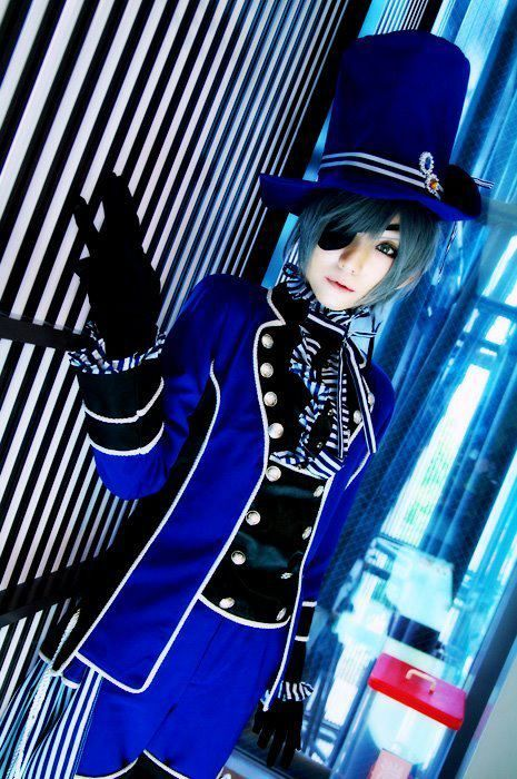 Is it just me or this looks like someone decided to cosplay as Ciel cosplaying as the TARDIS?