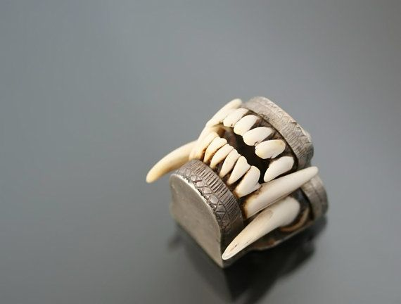 Charivari bávaro Vintage Fox dientes mandíbula por MinistryofLight