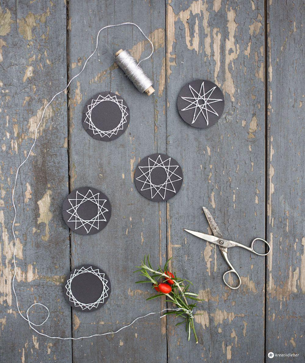 DIY Weihnachtsbaumdeko selbermachen - schöne Anhänger für den Weihnachtsbaum aus Garn und Pappe