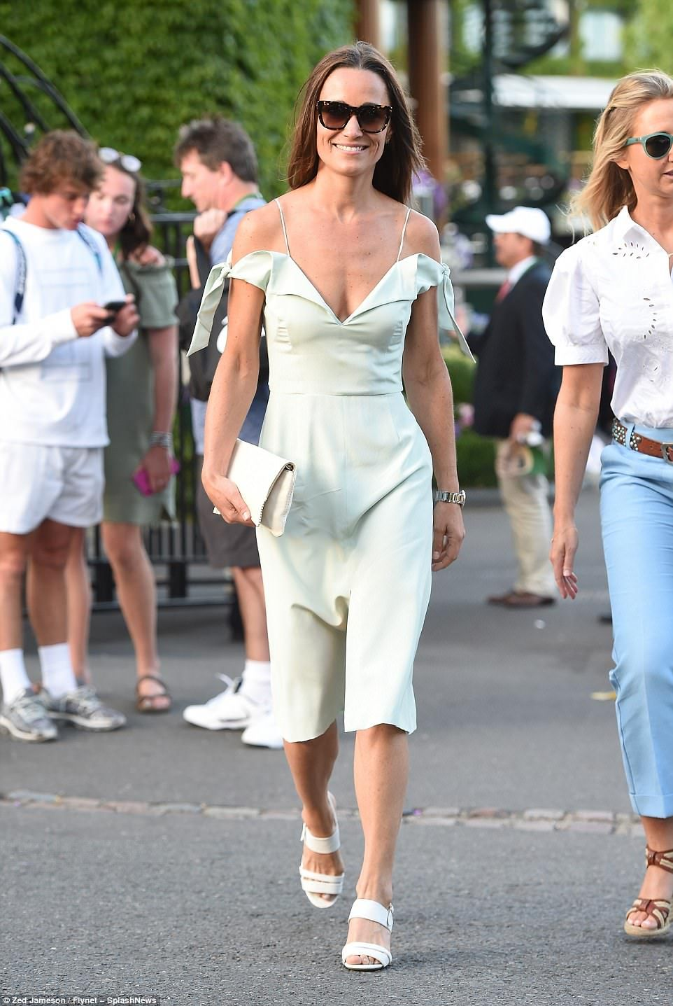 Pippa Middleton wows at yet another glamorous wedding Pippa Middleton wows at yet another glamorous wedding new pictures