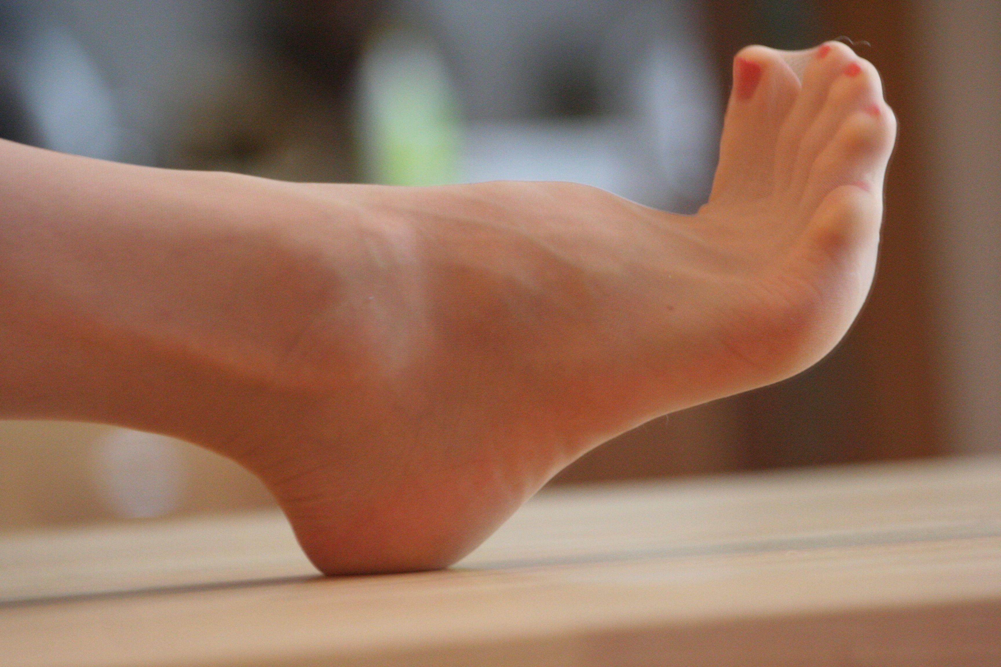 red toes   pantyhose Nylons, Sexy Füße, Strümpfe, Strumpfhosen, Rot,  Hochhackige 35e5304886
