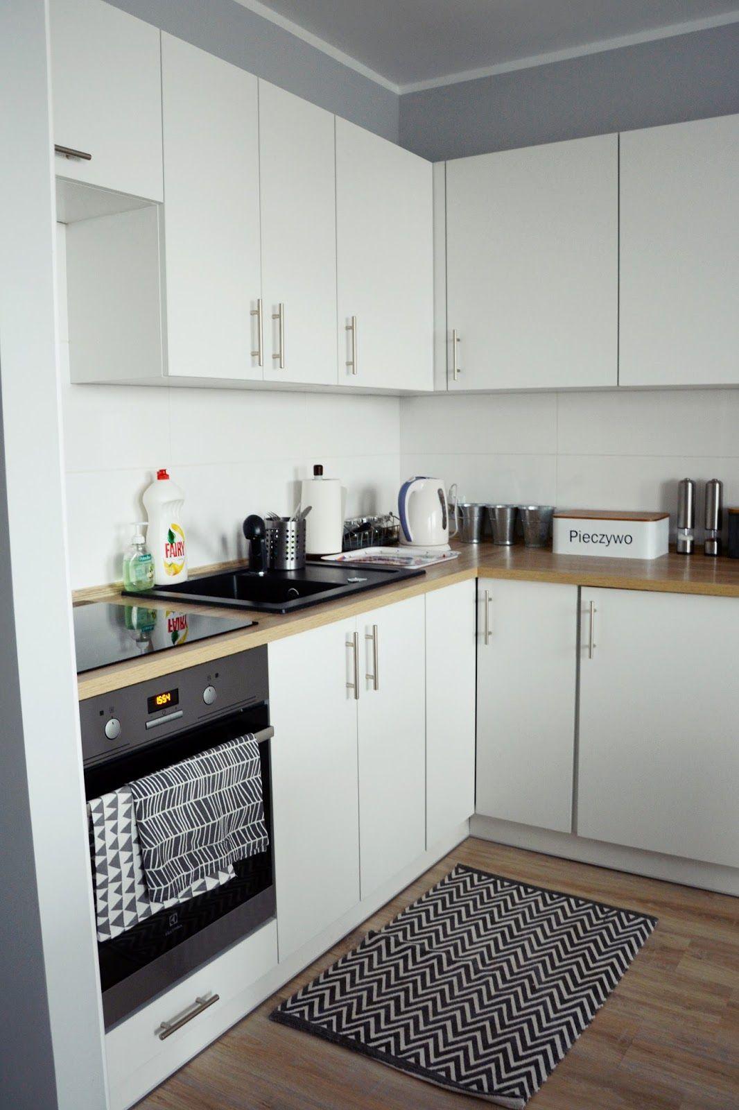 Inspiracje Jak Tanio Wyremontowac Mieszkanie Tani Remont Jak Tanio Wyremontowac M3 Szare Mieszkanie Mieszkanie W Bloku W Sty Kitchen Cabinets Kitchen Home