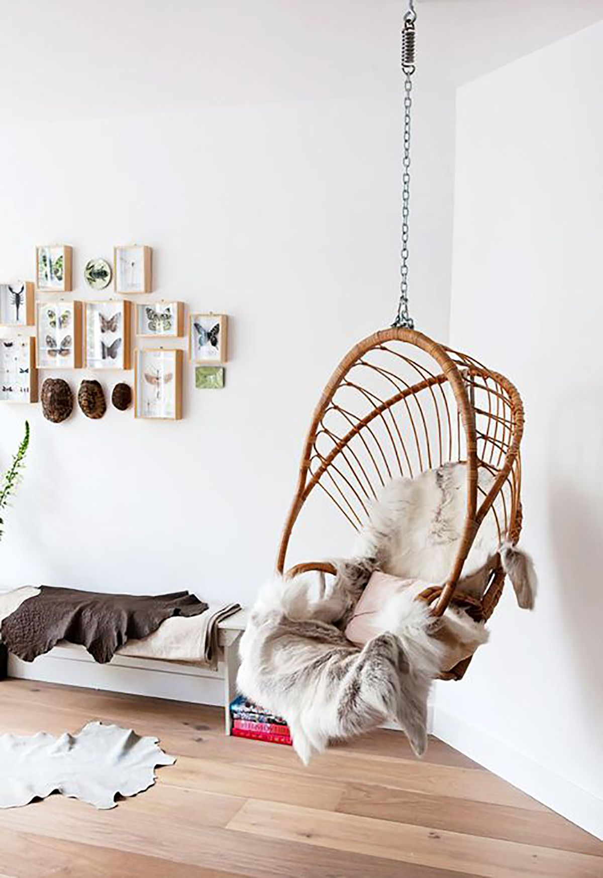 Hanging Rattan Chair for a kidu0027s room