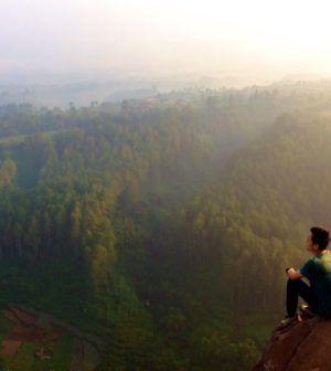 Menyaksikan Pemandangan Alam Yang Spektakuler Dari Atas Tebing Keraton Bandung Pemandangan Alam Tempat