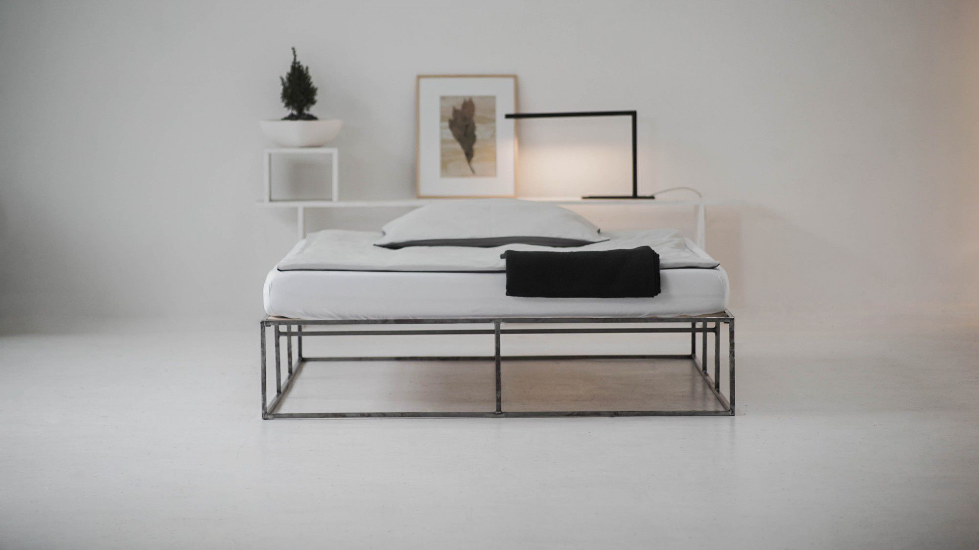 1 bett standard modern aus stahl ion tatkraft. Black Bedroom Furniture Sets. Home Design Ideas