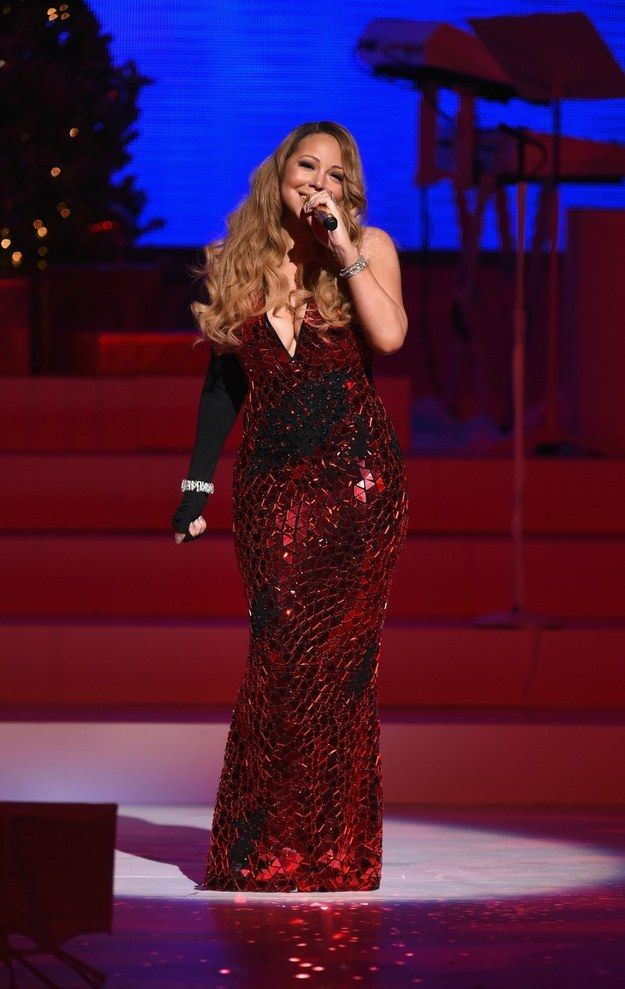 at new yorks beacon theatre mariah carey reigns as the undisputed queen of christmas