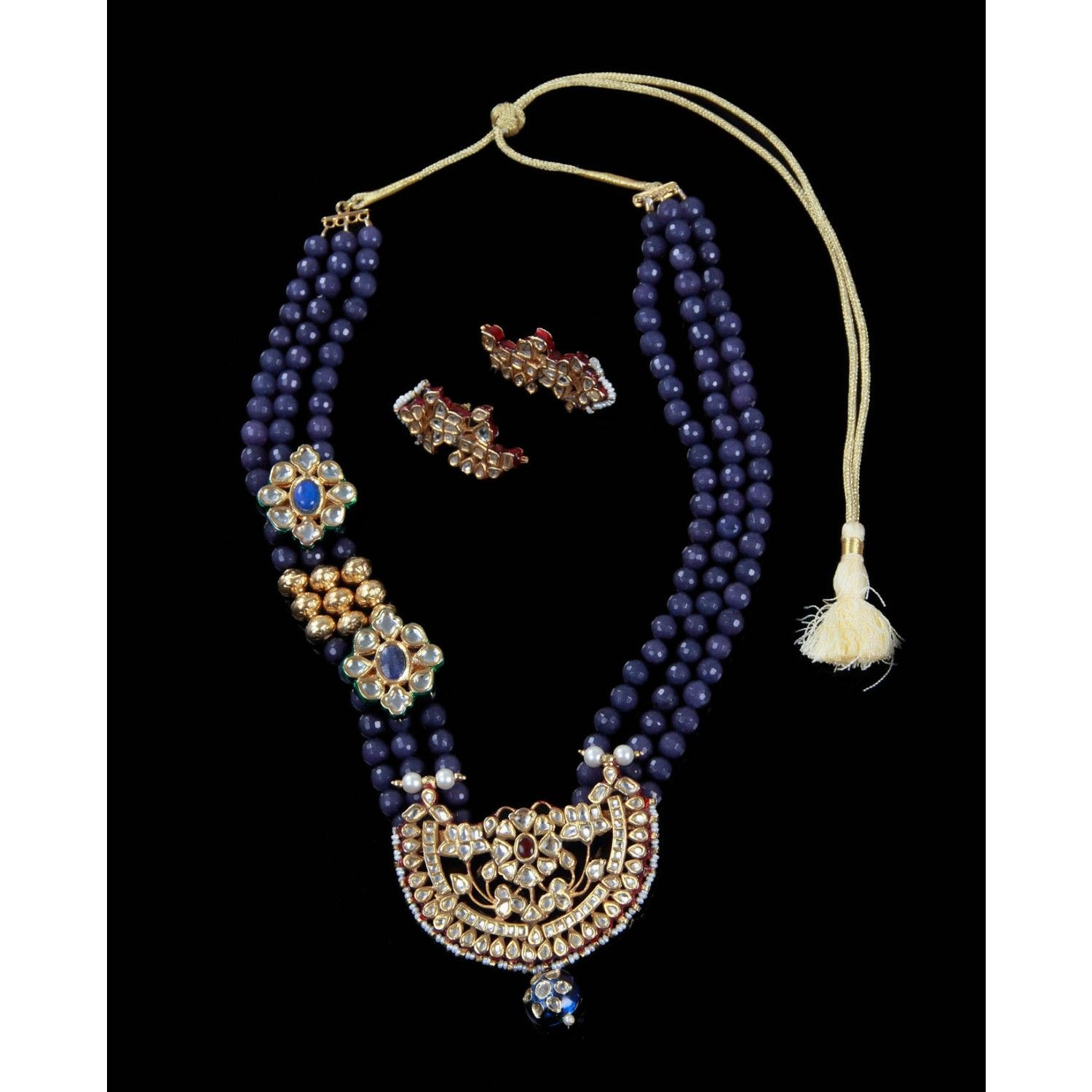 three liner beads line looks gorgeous with kundan pendant and