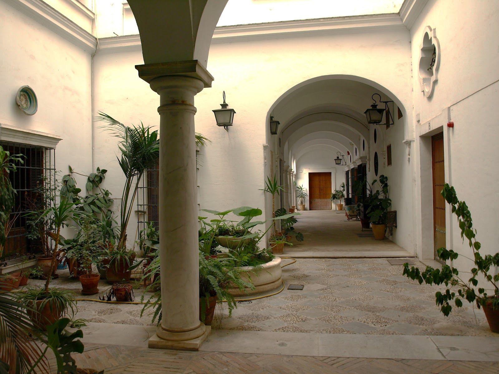 Pasaje de los Seises y patio del Cabildo