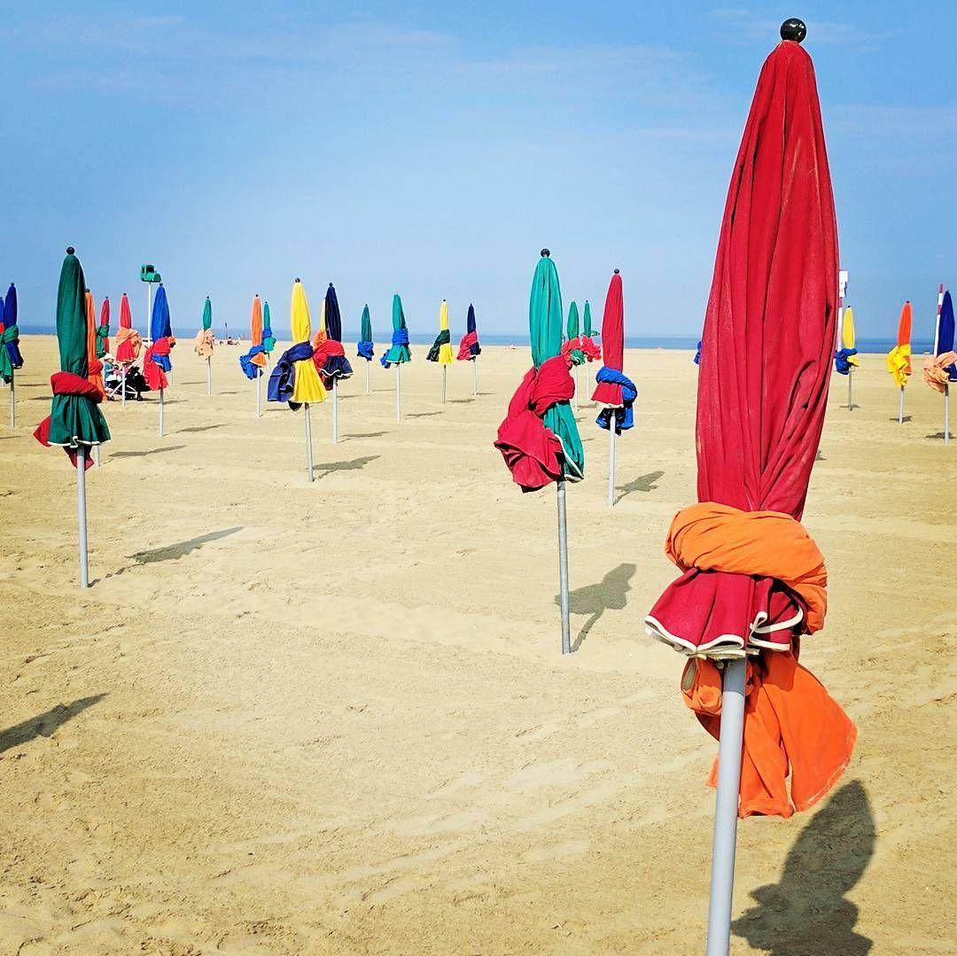 10 отметок «Нравится», 1 комментариев — Olga Balaguer (@bolguins) в Instagram: «#Parasols #platges #deauville  #estiu #beach #bondia #colors #colours #umbrella  #coloursumbrellas…»