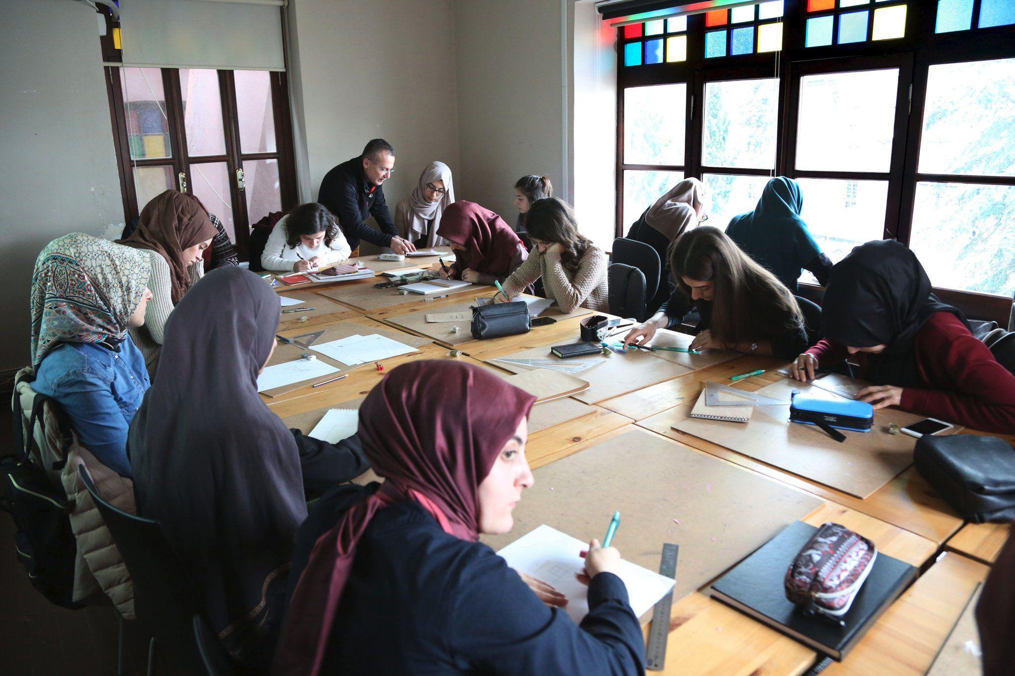 """RT @tasarim_merkezi: İstanbul Tasarım Merkezi'nde an itibariyle; """"Ahmet Öğreten ile Peyzajda Eskiz Atölyesi"""" https://t.co/9Ql5VvZ4iP"""
