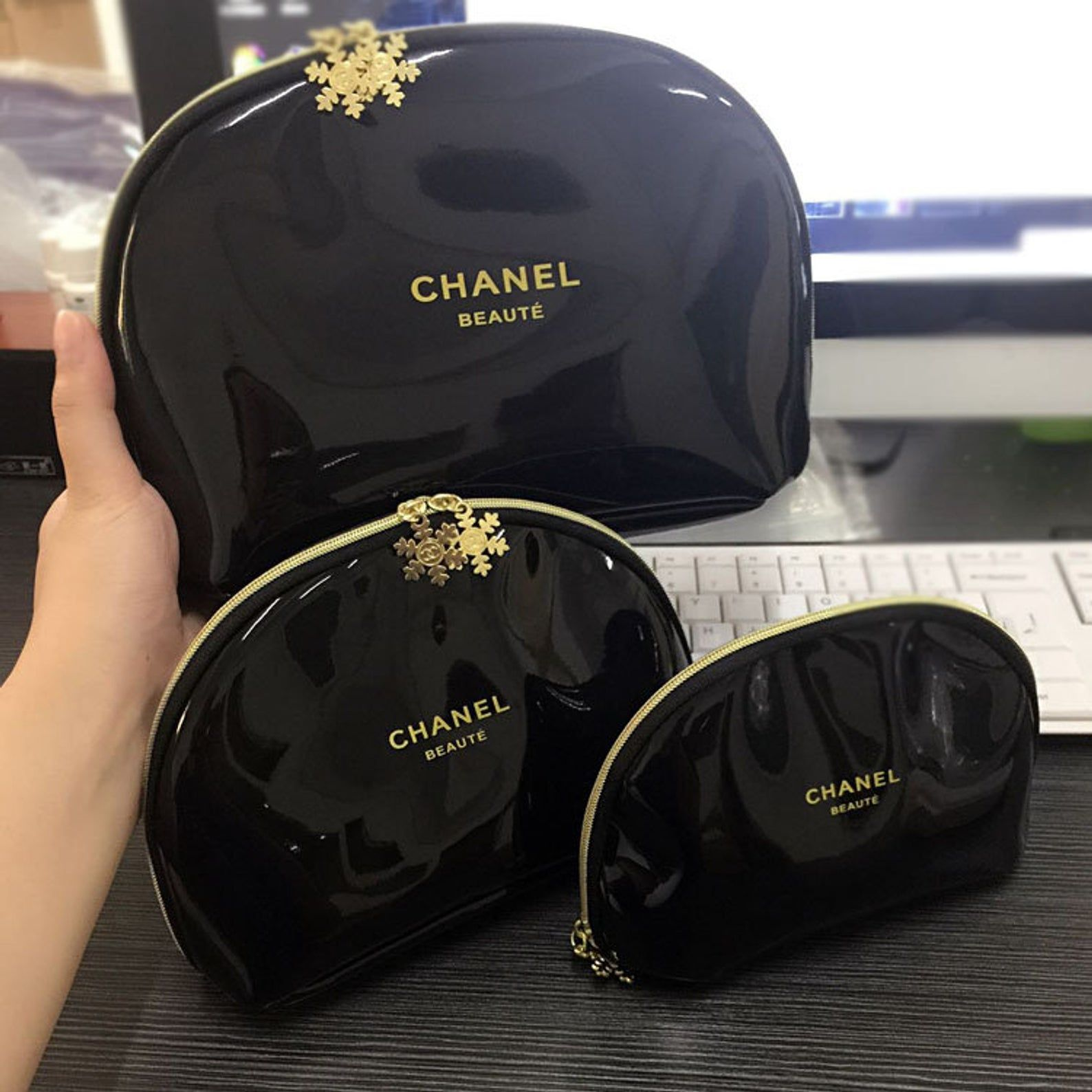 Chanel VIP Gift Beaute Gold Snowflake Makeup Cosmetic Bag