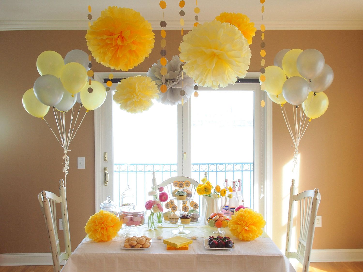 Pin By Rachel Tuck On Baby Shower Ideas Baby Shower Yellow Yellow Baby Shower Decorations Baby Shower Decorations Uk