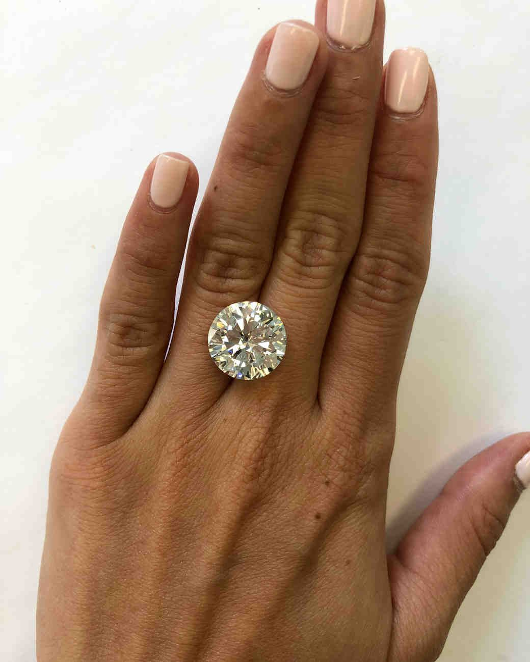 This Is What A Diamond Looks Like At Every Size From 5 Carats To 10 10 Carat Diamond Ring Diamond Carat Size Custom Diamond Engagement Rings