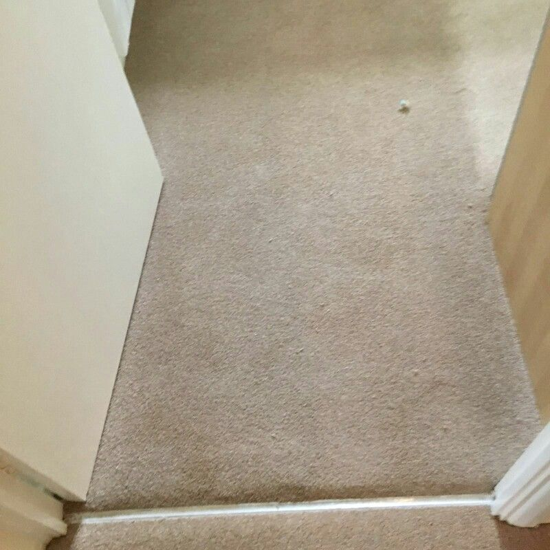 Silver door bars and beige hall carpet & Silver door bars and beige hall carpet | Flooring contractor Surrey ...