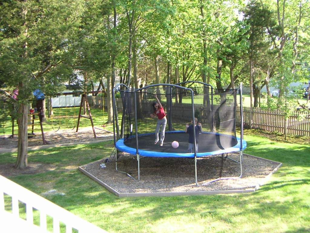 Original Trampoline In Backyard Mulch Area Backyard Trampoline Backyard Garden Trampoline
