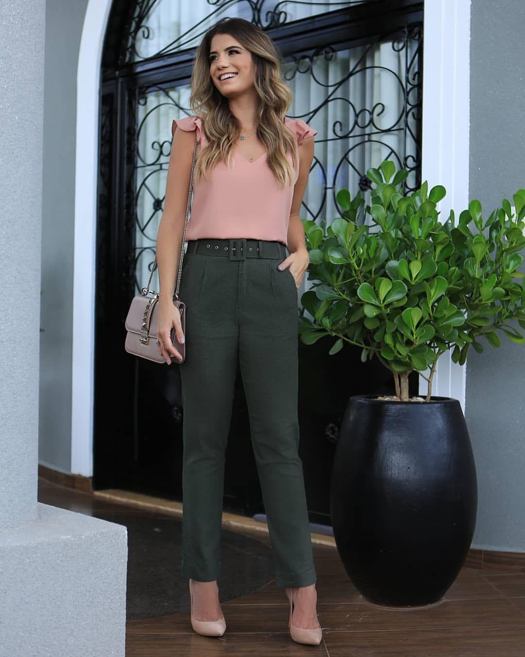 """5f567beb55 DOCE FLOR no Instagram  """" Summer Wishes   arianecanovas linda com blusa com  detalhe de jabots + calça em linho com cinto! 💕💕💕"""""""